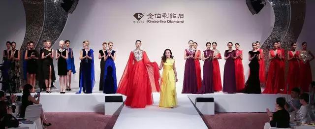 金伯利钻石设计总监朱文俊以及全体超模
