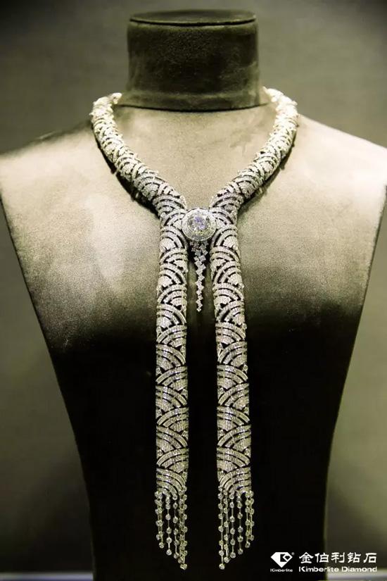 金伯利钻石和系列《川流不息》
