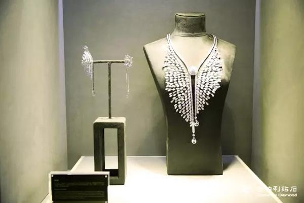 金伯利钻石高级珠宝项链、耳饰《凤求凰》
