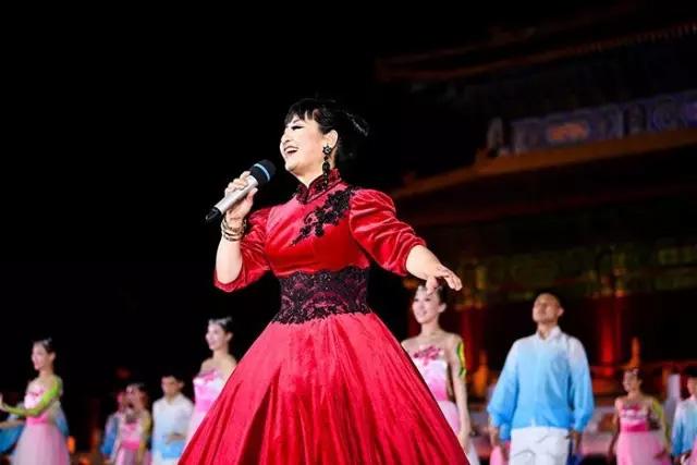 著名歌唱家殷秀梅
