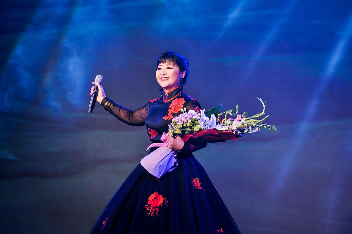 著名歌唱家殷秀梅女士倾情演唱