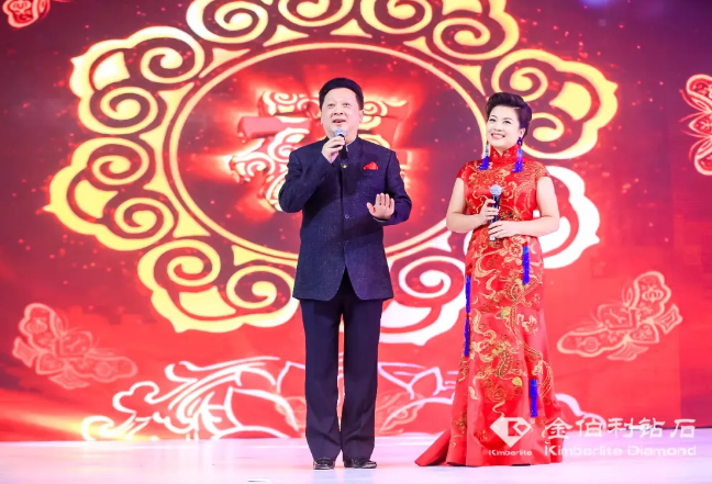 郁钧剑老师与张也老师演唱《家和万事兴》