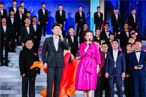 歌唱家王庆爽和男高音们演绎《茉莉花》