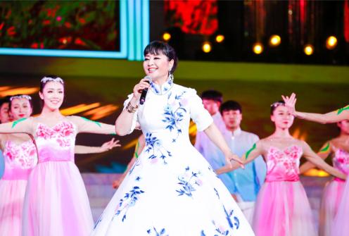 我国著名歌唱家殷秀梅女士演唱