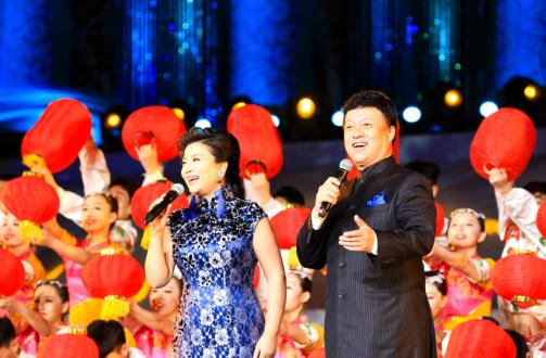 我国著名歌唱家张也、吕继宏