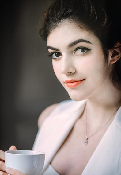 模特佩戴金伯利钻石项链《自由女神》