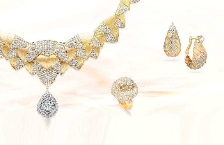 """经典亦是潮流:听金伯利钻石在首届消博会上讲述""""守护""""与""""时节之美""""�"""