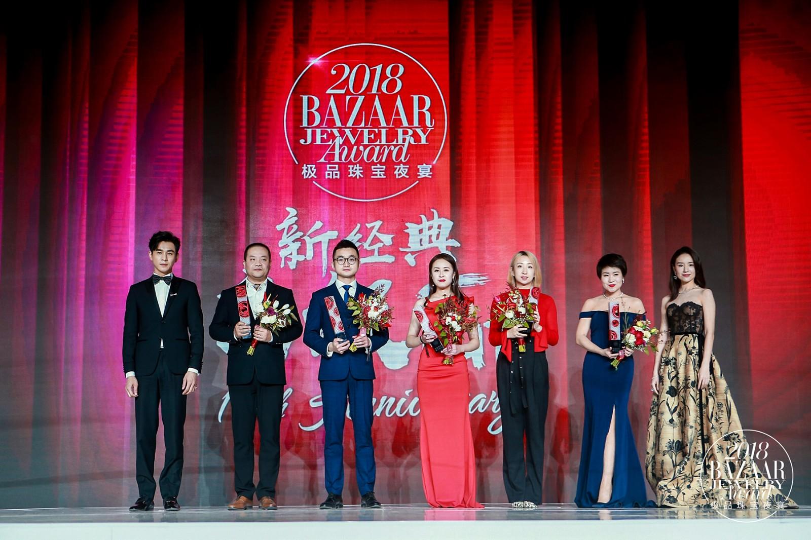 金伯利钻石集团企划总监韦庆霖先生领奖(左三)