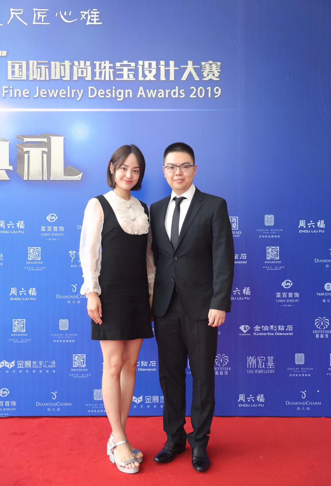 金伯利钻石集团总裁董搏先生及加拿大区负责人陈怡静女士走上典礼红毯